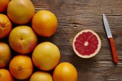 Пук органического грейпфрута и отрезанного грейпфрута Стоковое фото RF