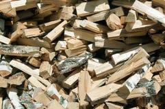Пук оси прервал березовую древесину, предпосылку стоковые фотографии rf