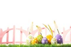 Пук пасхальных яя в пастельных цветах на траве Стоковое Изображение RF