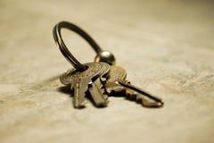 пук пользуется ключом белизна Стоковая Фотография RF