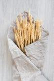 Пук пшеницы на таблице Стоковая Фотография RF