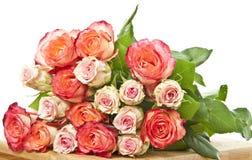 Пук роз на таблице Стоковое Изображение