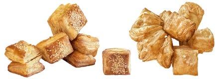 Пук свеже испеченного печенья слойки сезама квадрата Zu-Zu изолированного на белой предпосылке Стоковая Фотография RF