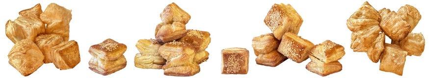 Пук свеже испеченного печенья слойки сезама квадрата Zu-Zu изолированного на белой предпосылке Стоковое Фото