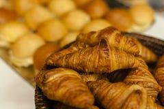 Пук свежих croissans хлебопекарни стоковые фото