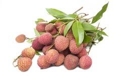Пук свежих lychees на белой предпосылке Стоковое Изображение