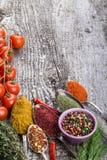 Пук томатов вишни, травы, малый шар и шутовство metal spoo Стоковое Фото