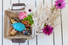 Пасхальные яйца в корзине Стоковое Фото