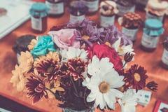 Пук цветков с ретро влиянием фильтра Рынок Бали handmade, Индонезия стоковое изображение rf