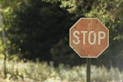 Пулевые отверстия в сельском знаке стопа Стоковая Фотография