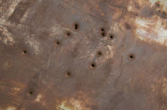 пулевые отверстия обшивают панелями ржавое Стоковые Изображения