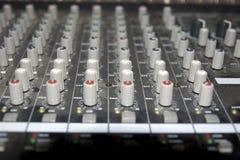 пульт редактируя звук слайдеров Стоковое фото RF
