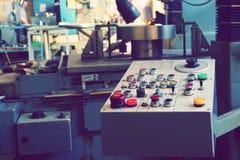 Пульт управления машины с cnc для обрабатывать материал на машиностроительном предприятии стоковое изображение