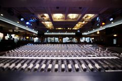 Пульт управления профессионала DJ стоковая фотография rf