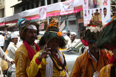 Пуна, Индия - July 11, 2015: Группа в составе традиционное Vasudevs Стоковые Изображения