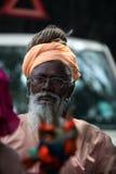 Пуна, Индия - July 11, 2015: Старый индийский паломник Стоковые Изображения RF
