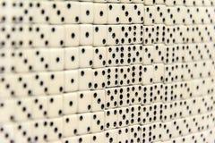 Пункты белизны dices установленный в строках Стоковое Фото