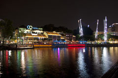 Пункт берег реков Кларка Quay на ноче Стоковое фото RF