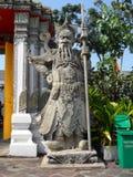 Пункт обслуживания школы массажа Wat Pho тайский Другая привлекательность Wat Pho Китайские каменные статуи украшенные сводами и  стоковое изображение