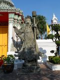 Пункт обслуживания школы массажа Wat Pho тайский Другая привлекательность Wat Pho Китайские каменные статуи украшенные сводами и  стоковые фотографии rf