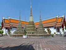 Пункт обслуживания школы массажа Wat Pho тайский Другая привлекательность Wat Pho Китайские каменные статуи украшенные сводами и  стоковая фотография