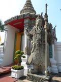 Пункт обслуживания школы массажа Wat Pho тайский Другая привлекательность Wat Pho Китайские каменные статуи украшенные сводами и  стоковое изображение rf