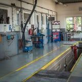 Пункт обслуживания шины в депо Стоковые Фото