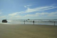 Пункт объятия, пляж карамболя, Орегон, США береговая линия pacific стоковые фотографии rf