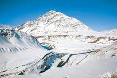 Пункт стечения реки Инда и Zanskar в зиме около деревни Nimmu, Leh-Ladakh, Джамму и Кашмир, Индии Стоковая Фотография