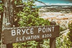 Пункт Bryce подписывает внутри каньон Bryce Стоковые Изображения RF
