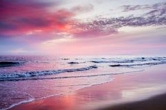 Пунцовый заход солнца Стоковая Фотография