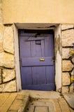 Пурпуровая дверь Стоковая Фотография