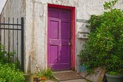 Пурпуровая дверь Стоковое Изображение