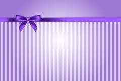 Пурпуровая предпосылка с смычком Стоковое Фото