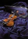 пурпуровая скрипка бархата стоковые изображения