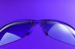 пурпуровые солнечные очки Стоковые Изображения