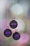 Пурпуровые baubles рождества стоковое фото rf