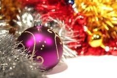 пурпур рождества шарика Стоковые Фотографии RF