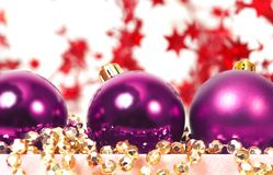 пурпур 3 chrispmas шариков Стоковая Фотография