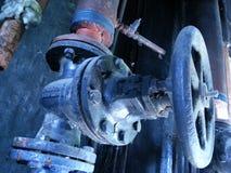 пускает клапаны по трубам Стоковое Изображение RF