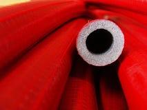 пускает пластичный красный цвет по трубам Стоковые Фотографии RF