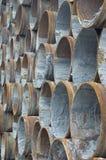 пускает ржавую сталь по трубам стоковые фотографии rf