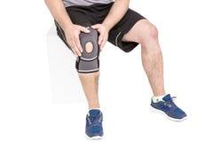 Пусковая площадка колена спортсмена нося Стоковые Фотографии RF