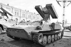Пусковая установка 9A35 с 4 ракетами 9M37 ракеты сложного 9K35 Strela-10 в воинском музее артиллерии Стоковые Изображения
