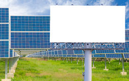 Пустая афиша для рекламы с электрической станцией солнечной энергии Стоковая Фотография RF