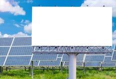 Пустая афиша для рекламы с электрической станцией солнечной энергии Стоковое Изображение
