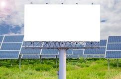 Пустая афиша для рекламы с электрической станцией солнечной энергии Стоковое фото RF