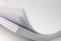 пустая белизна бумажного стога стоковое изображение rf