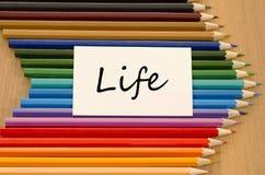 Пустая белая бумага и покрашенный карандаш на деревянной предпосылке Стоковое Фото