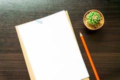 Пустая белая бумага и покрашенный карандаш Стоковое Изображение RF